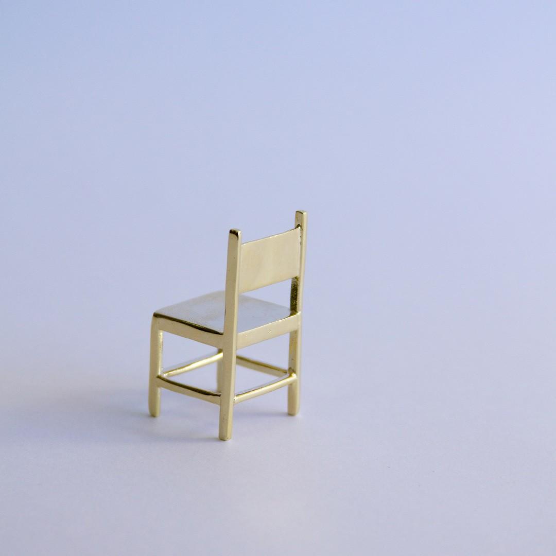 Escultura Cadeira Solitária