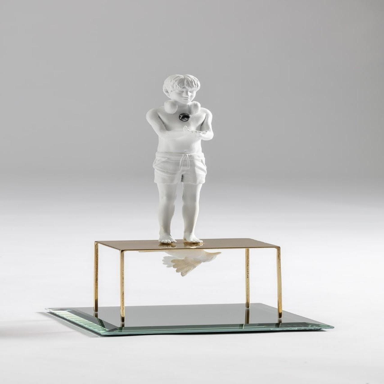 Escultura Menino Fone/Espelho/Mesinha