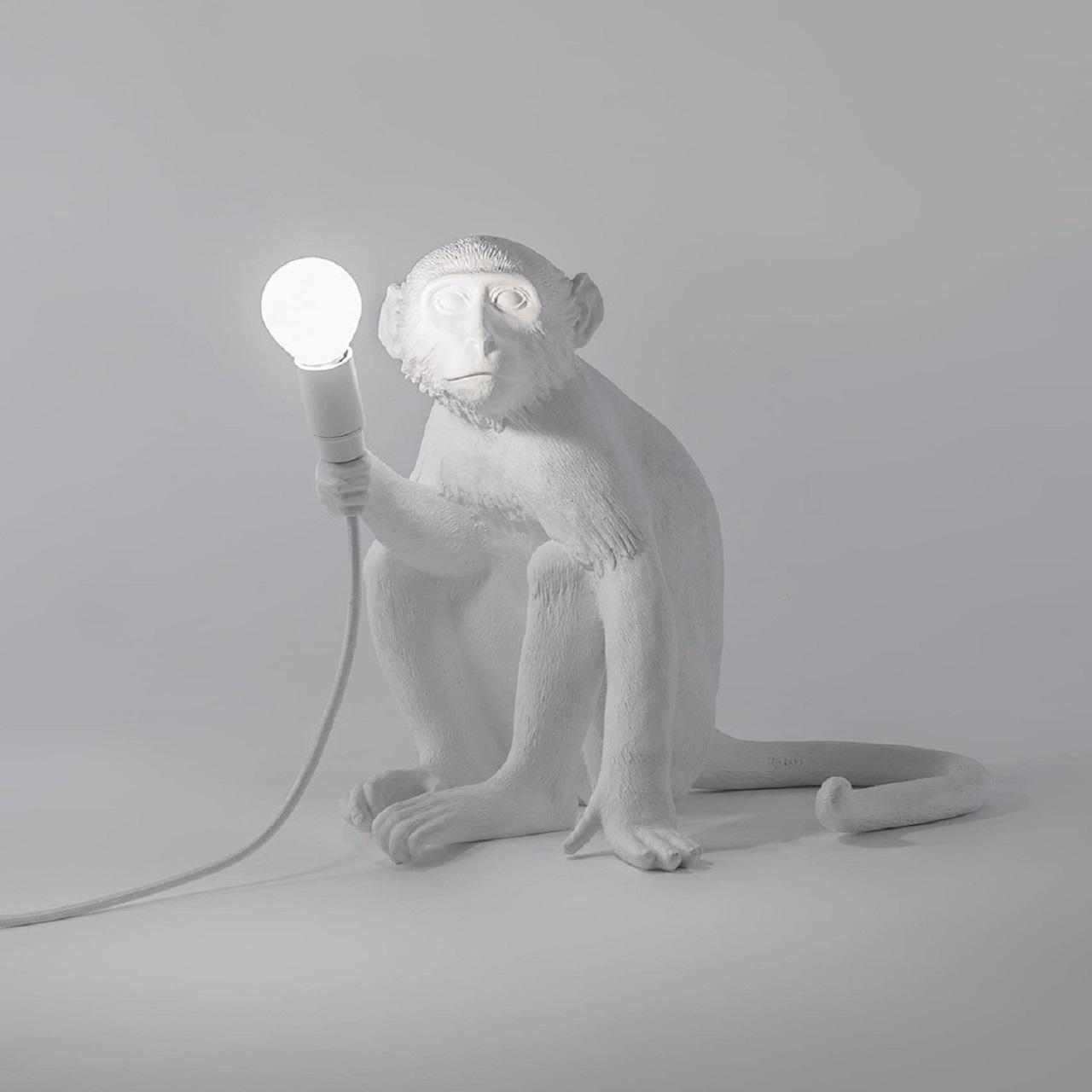 Monkey Lamp sentado | Branco