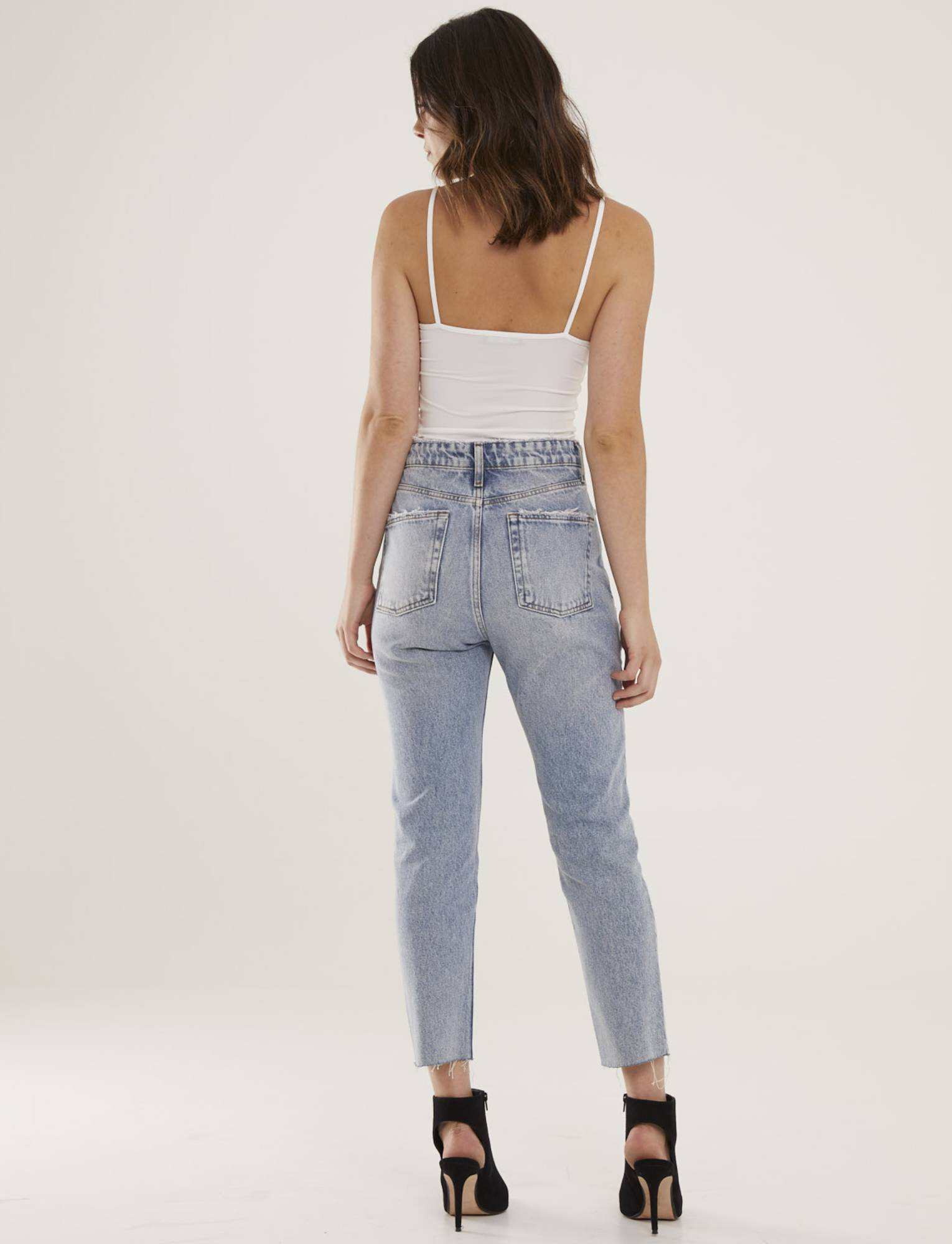 Calça Jeans Feminina Com Barra à Fio Montreal