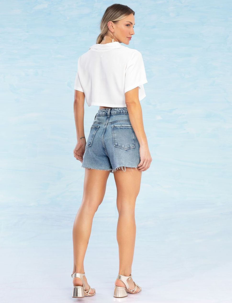 Shorts Jeans Feminino com Botões Biju
