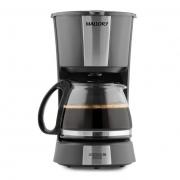 O casal toma 16 copos de café por dia