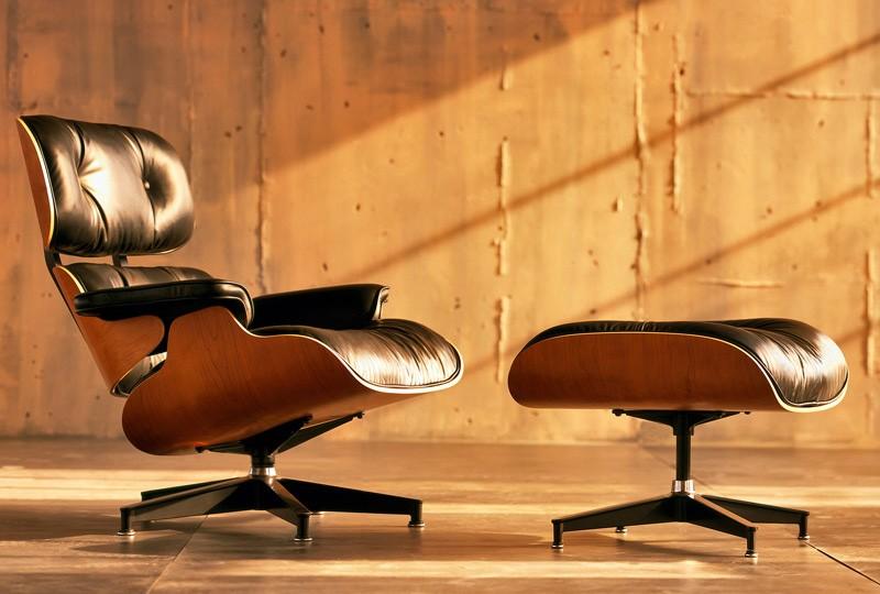 Poltrona Design Charles Eames Pelegrin PEL-901 Apoio Para Pés Couro Pu E Madeira