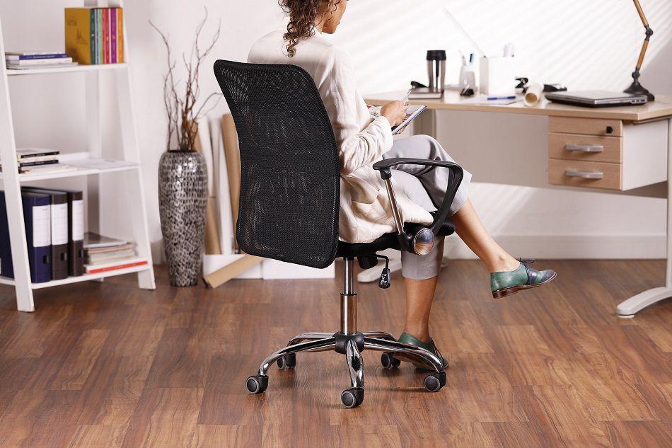 Ki com 2 Cadeiras de Escritório Executiva Giratória Preto Regulagem De Altura a Gás Tela