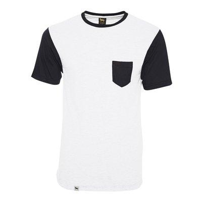 Camiseta branca com gola manga e bolso preto