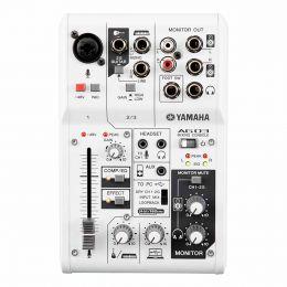 Mesa de Som 3 Canais (1 XLR Balanceados + 2 P10 Desbalanceados) c/ USB / Phantom / 1 Auxiliar - AG 03 Yamaha