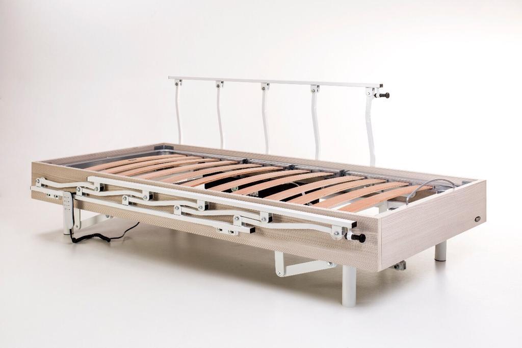 Cama Hospitalar Articulada Pilati Magnum Motorizada com Elevação Do Leito C/Grades e Rodas Sem Colchão