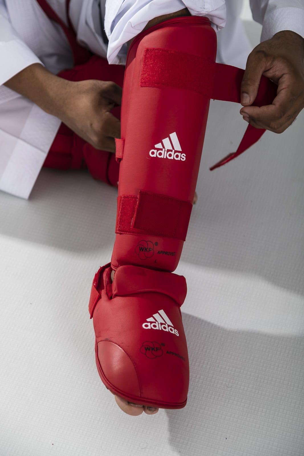 Caneleira Karatê com Protetor de Pé adidas - Selo WKF