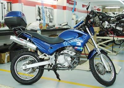 Protetor de Motor / Mata Cachorro Modelo Francês COM Pedaleiras Falcon NX 400 até 2008 - Prata - Honda