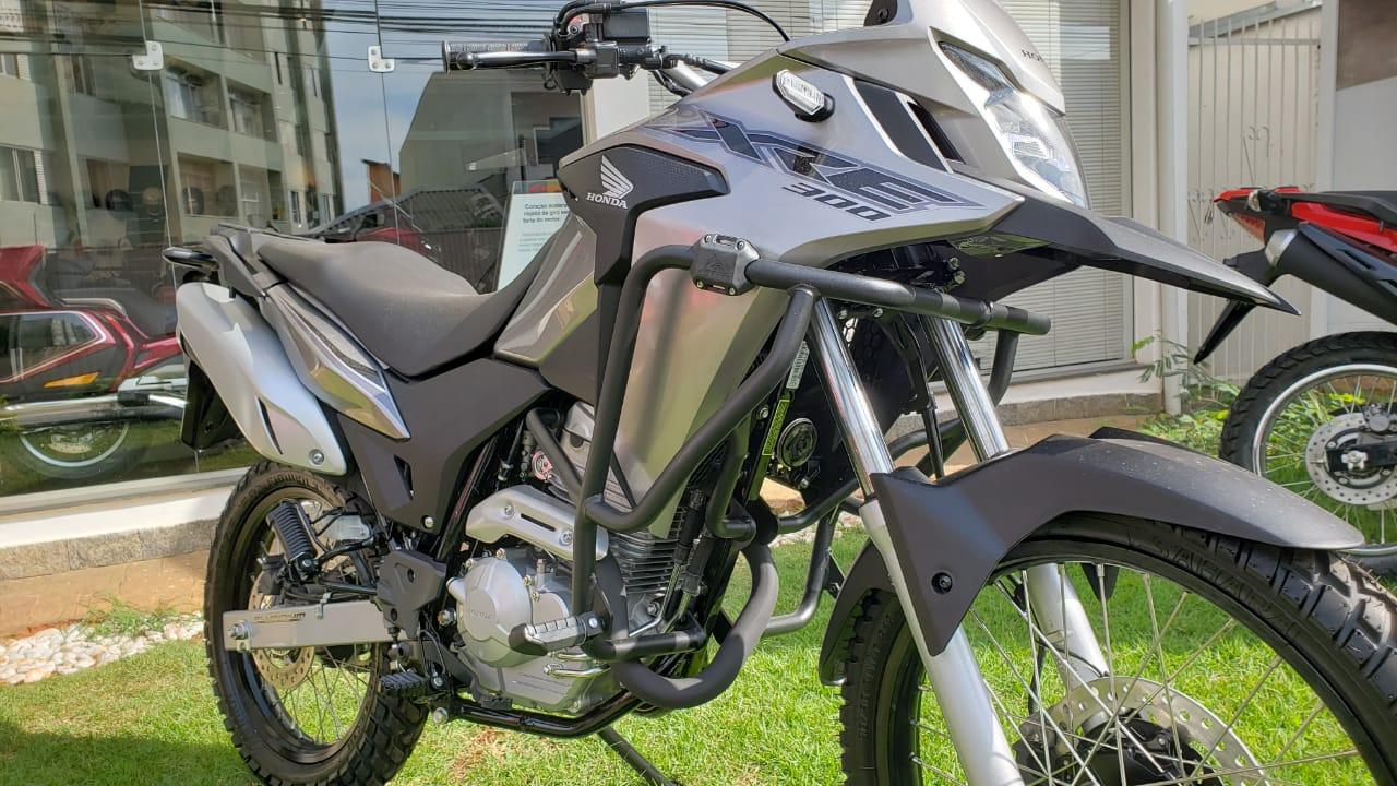 Protetor de Motor e Carenagem Coyote Modelo NOVO com Pedais - XRE 300 - Honda