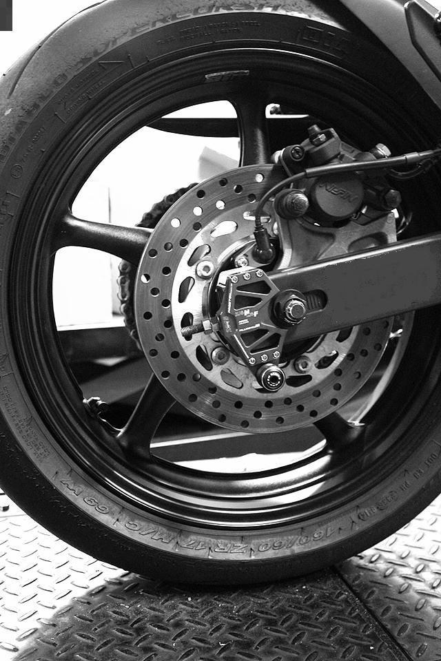 Suporte Preto + Micro Slider Traseiro / de Balança Procton - XJ6 N / F - Yamaha