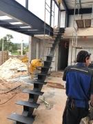 Escada Reta com Tubo Central  - FUNDIÇÃO VESUVIO