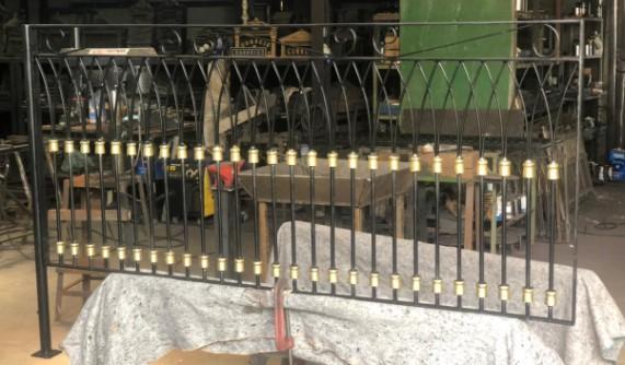 Gradil em Aço Forjado com Anuetos - FUNDIÇÃO VESUVIO
