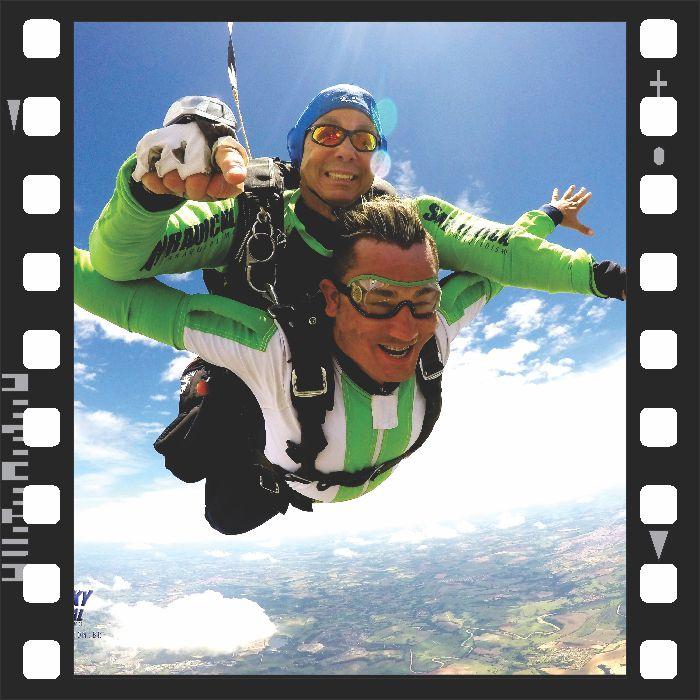 Salto Duplo Super VIP com Filmagem + 250 Fotos  - SkyRadical Paraquedismo