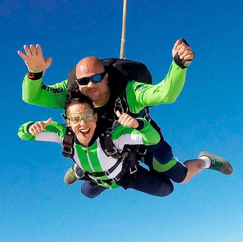 1x Salto Duplo Convencional Com Filmagem + 10 Fotos Handcam  - SkyRadical Paraquedismo