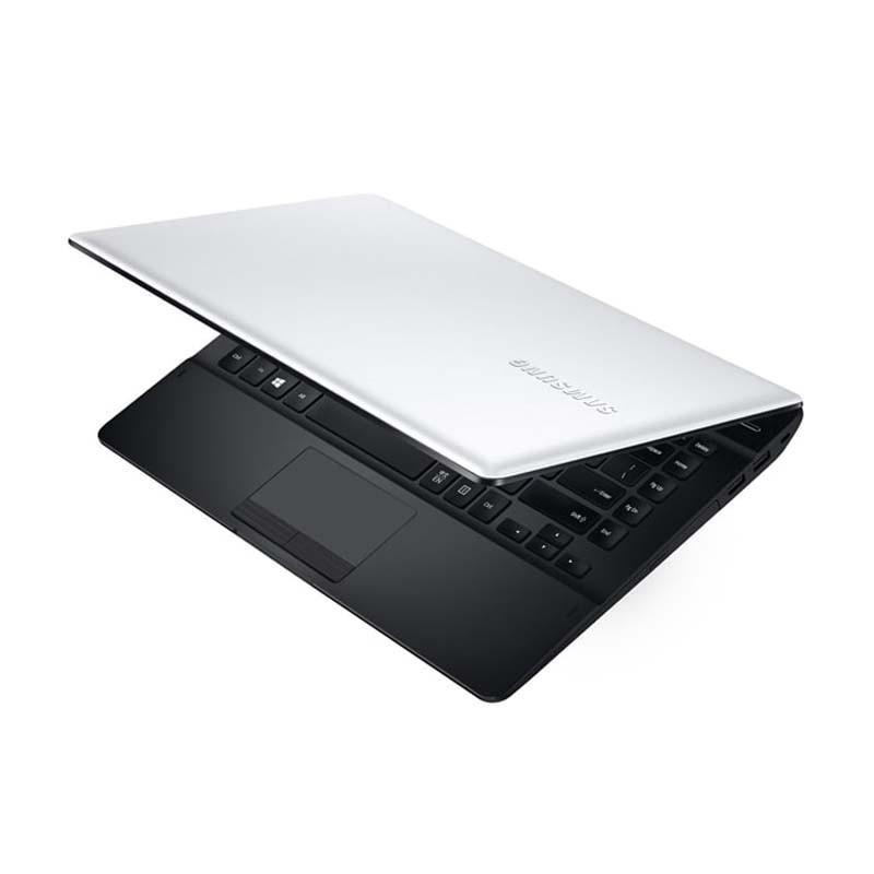 """Notebook SAMSUNG ESSENTIALS E32, com Intel Core i3 5005U, 4GB de Memória, HD de 1TB, Gravador de CD/DVD, Bluetooth, Tela de 14"""", Windows 10 – Branco - NP370E4K-KW4BR"""