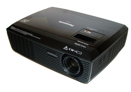 Projetor Panasonic PT-LS26U - DLP / SVGA (800x600) / 2600 Ansi Lumens