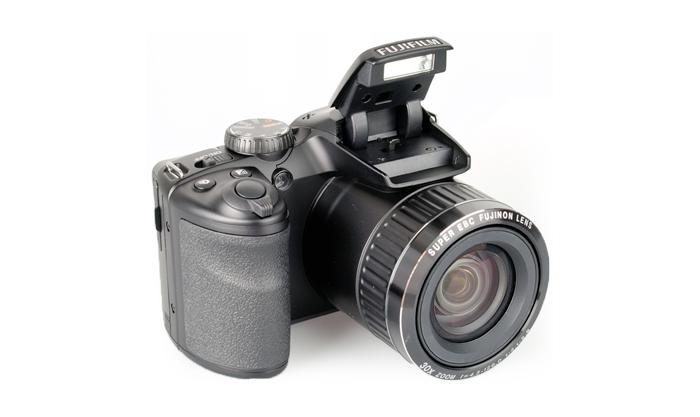 Câmera FujiFilm FinePix S4800 + SD 16GB + Bolsa - 16MP, Sensor CMOS, Zoom Óptico 30x, Vídeo HD, Foto 3D, Sweep Panorâmica, Tela de 3