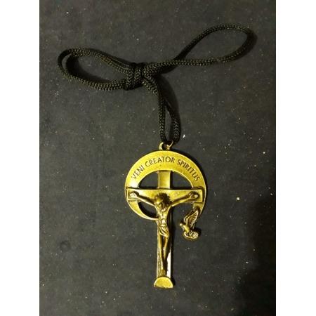 CR99 - Cordão Metal Cruz RCC Veni Creator Spiritus 80mm Ouro Velho