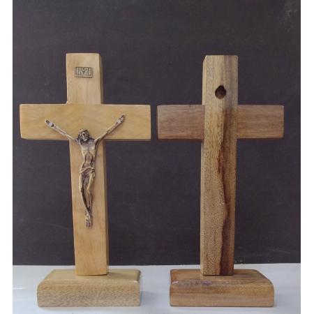 CX24 - Crucifixo Madeira Liso 17cm c/ Pedestal