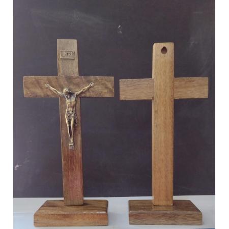 CX25 - Crucifixo Madeira Liso 23cm c/ Pedestal