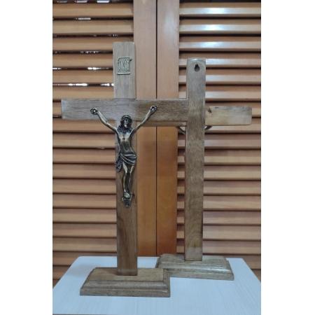 CX37 - Crucifixo Madeira Liso 35cm c/ Pedestal