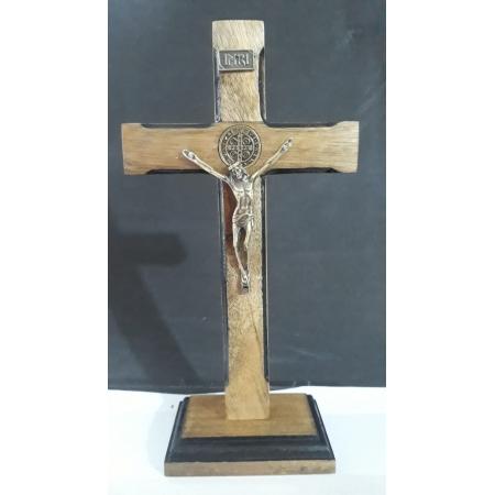CX51 - Crucifixo Madeira Medalha São Bento Contorno 25cm c/ Base