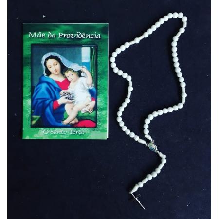 TR29 - Mãe da Providencia o Santo Terço Plastico 5mm c/ Oração