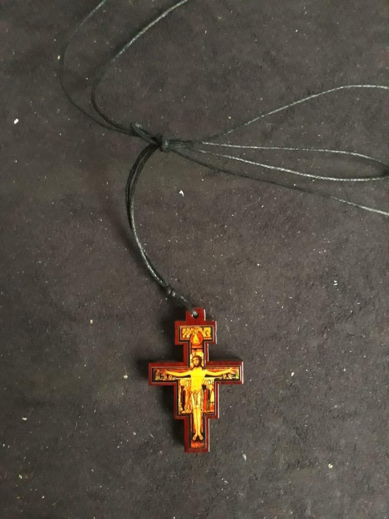 CR17 - Cordão Madeira Cruz São Damião 45mm  - VindVedShop - Distribuidora Catolica