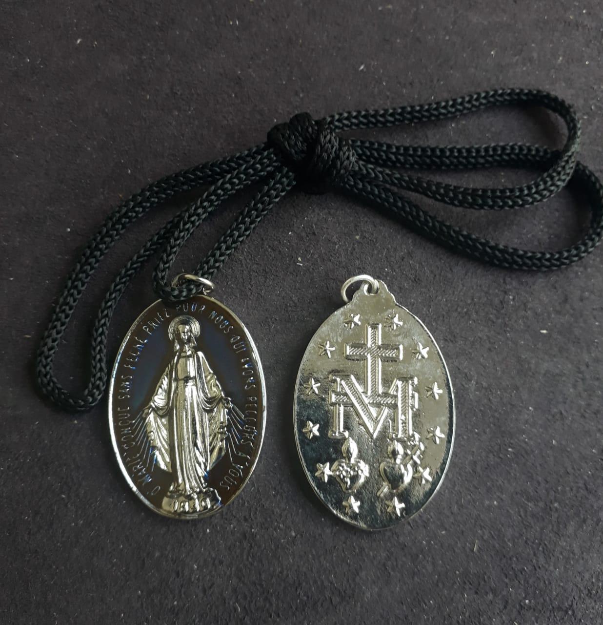 CR41 - Cordão Medalha Nossa Senhora das Graças 5cm Resinado Niquel Azul  - VindVedShop - Distribuidora Catolica