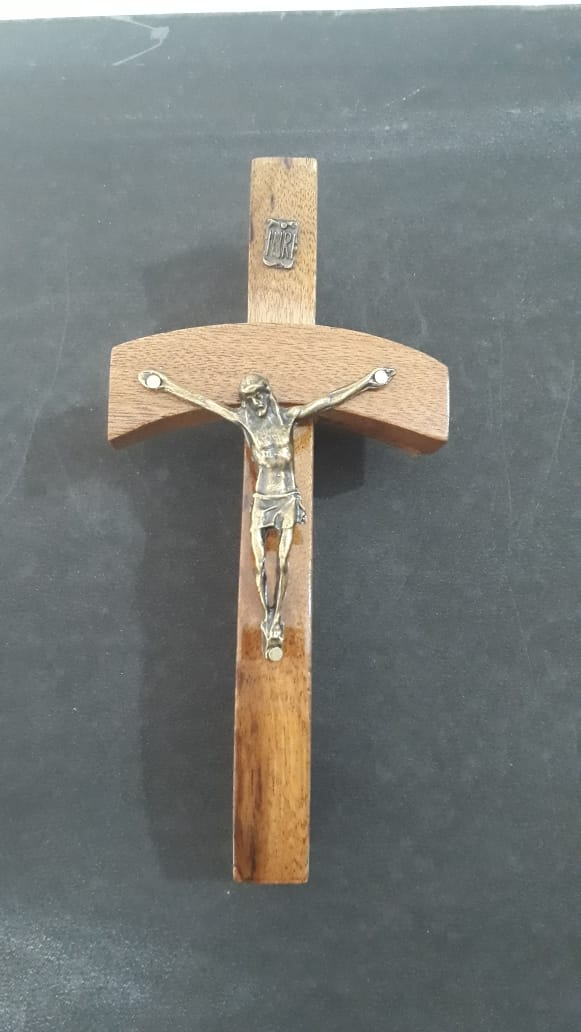 CX105 - Crucifixo Madeira 15cm Papa João Paulo II Parede  - VindVedShop - Distribuidora Catolica