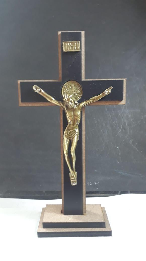CX11 - Crucifixo Madeira MDF Cruz São Bento 17cm  - VindVedShop - Distribuidora Catolica