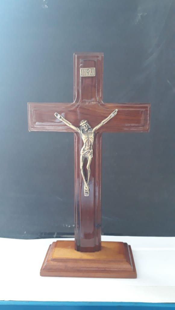 CX45 - Crucifixo Madeira Cruz São Bento Liso 20cm  - VindVedShop - Distribuidora Catolica