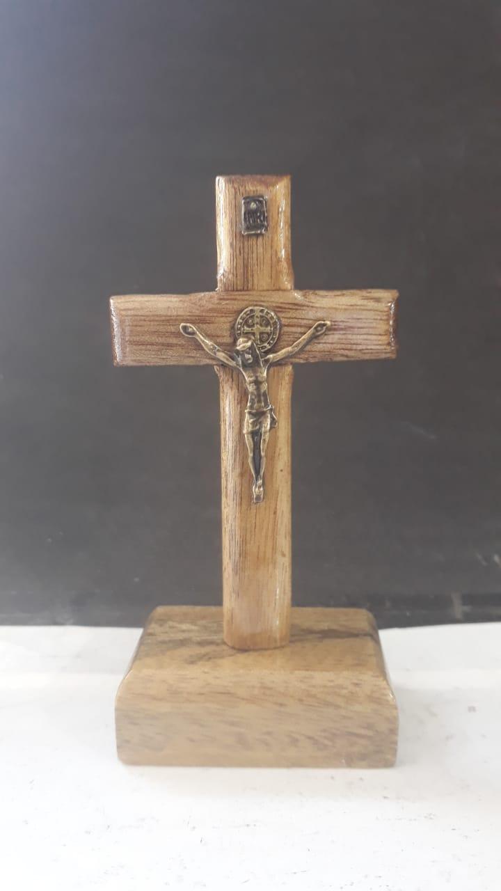 CX48 - Crucifixo Madeira São Bento Mesa Liso 10cm  - VindVedShop - Distribuidora Catolica