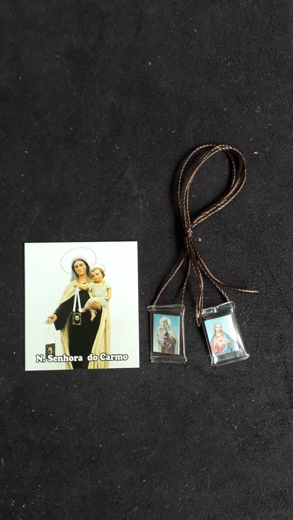 ES03 - Escapulário Plastico 23mm c/ Oração  - VindVedShop - Distribuidora Catolica