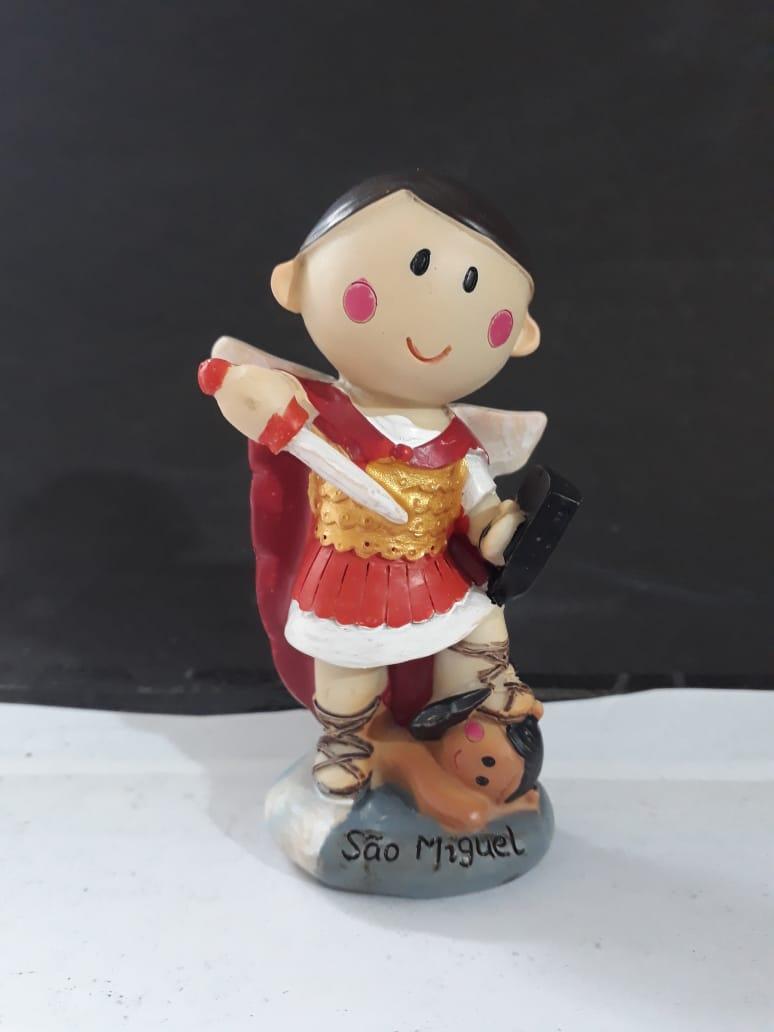IC121 - São Miguel Arcanjo 10cm Criança Resina  - VindVedShop - Distribuidora Catolica