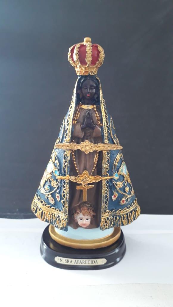 ID23 - Nossa Senhora Aparecida 15cm Bandeira Resina  - VindVedShop - Distribuidora Catolica
