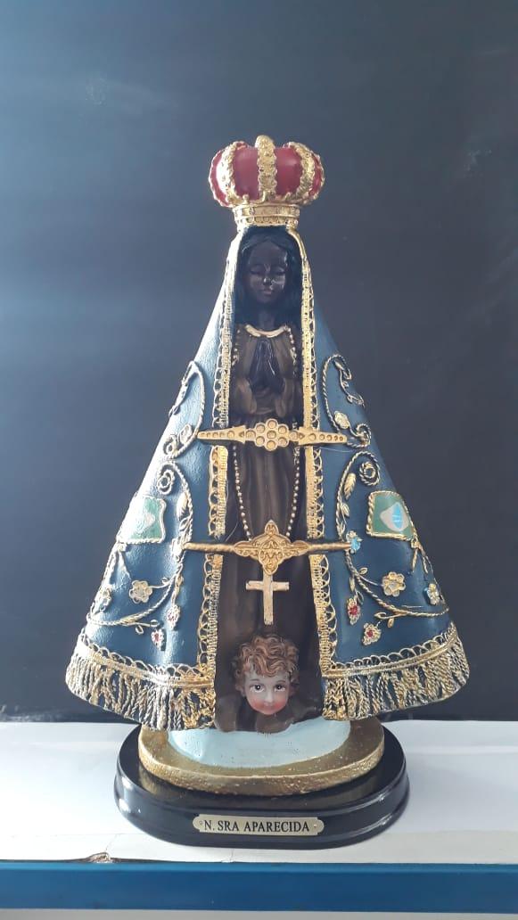 ID26 - N. Sra Aparecida 27cm Bandeira Resina  - VindVedShop - Distribuidora Catolica