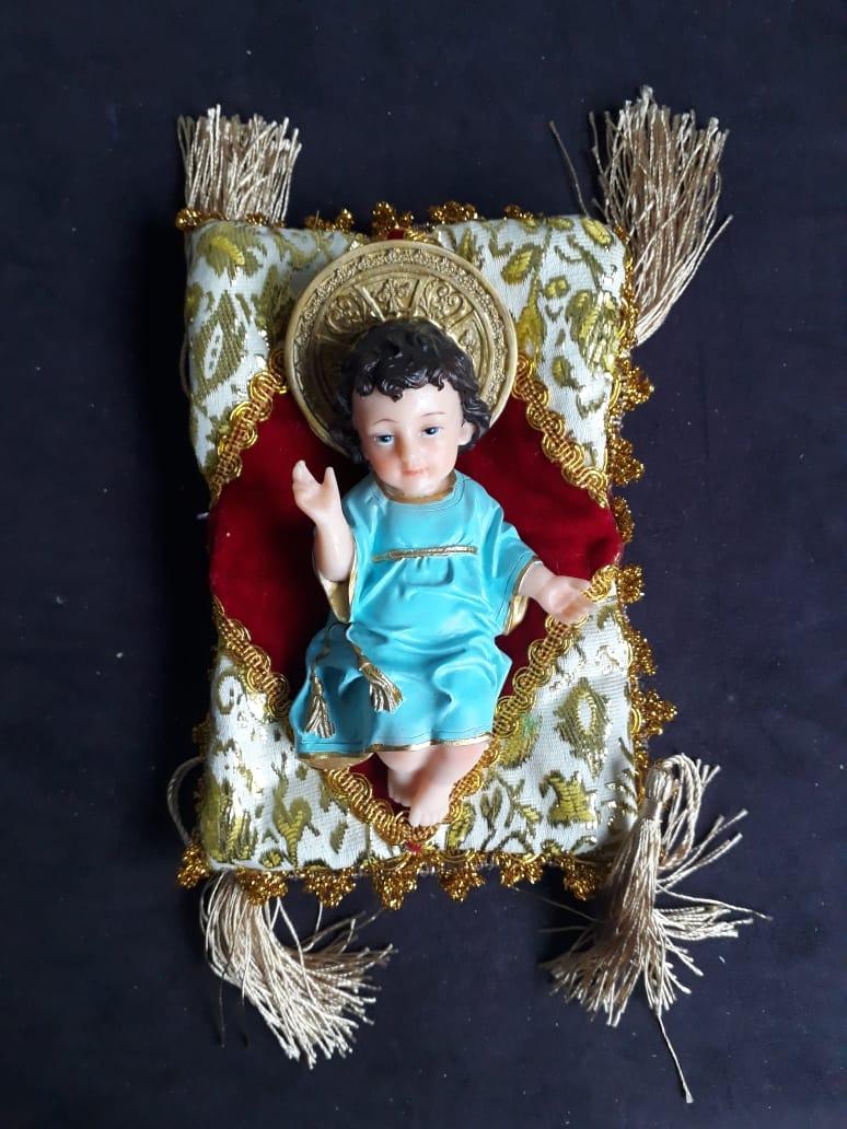 IM24 - Menino Jesus Esplendor 15cm Roupa Azul c/ Almofada  - VindVedShop - Distribuidora Catolica