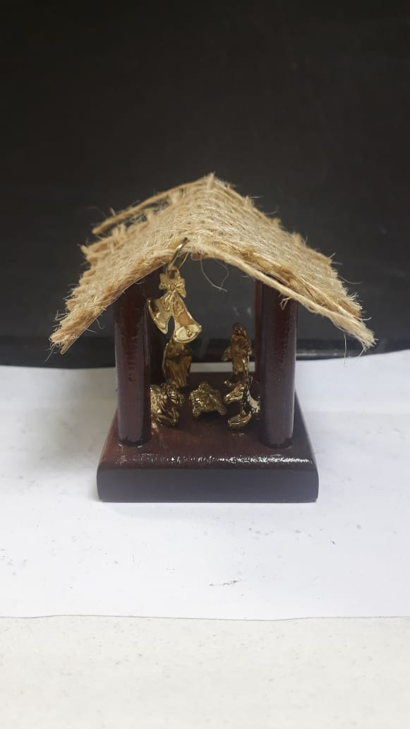 IN213 - Presepio Cabana Mad. 60mm Dourado  - VindVedShop - Distribuidora Catolica