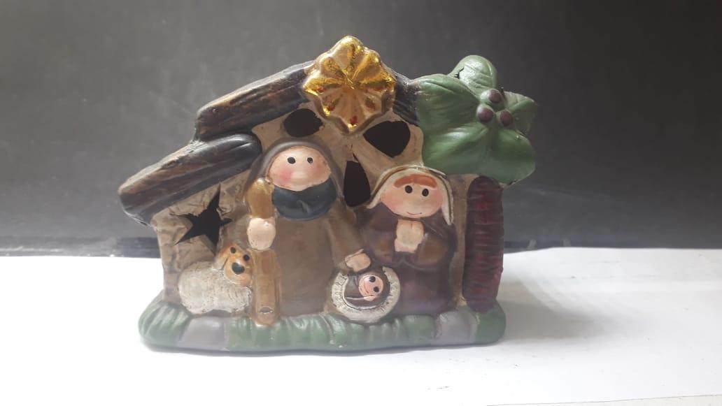 IN44 - Presepio Casa 10cm c/ Luz Resina - Art Christmas  - VindVedShop - Distribuidora Catolica