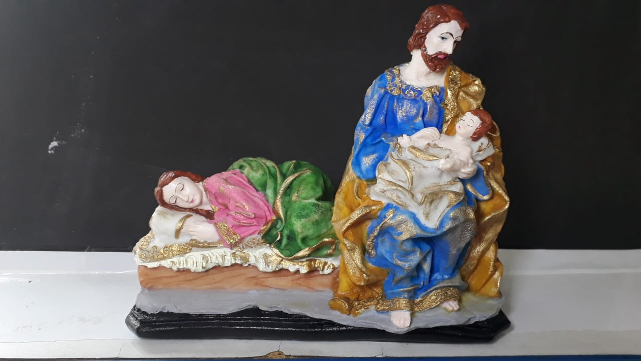 IV1114 - Maria Dormindo e Jose c/ Menino Jesus 18cmX17cm  - VindVedShop - Distribuidora Catolica