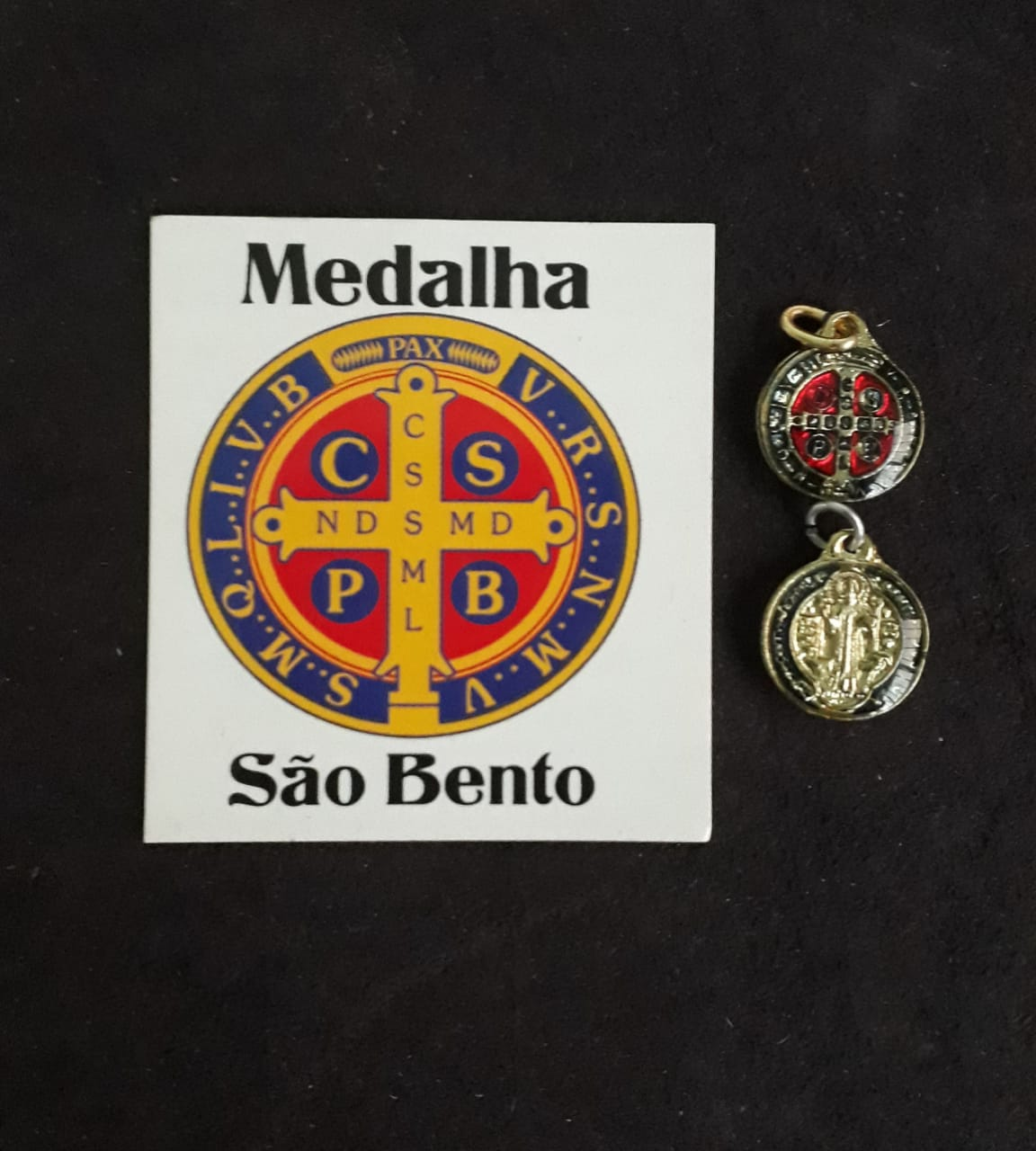 M02 - Medalha São Bento 10mm Resinado Niquel/Dourado  - VindVedShop - Distribuidora Catolica