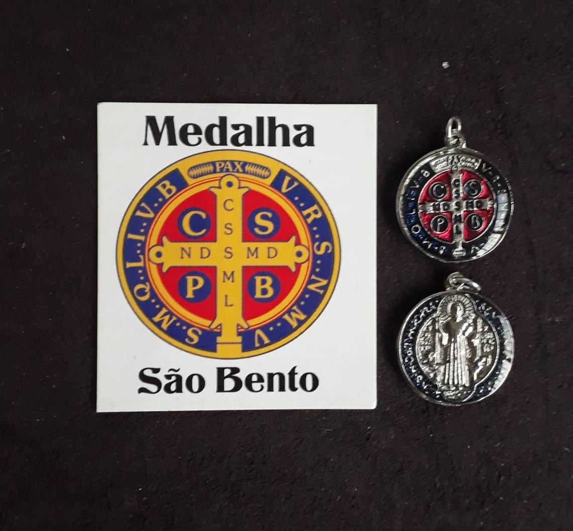 M08 - Medalha São Bento 15mm Resinado Niquel/Dourado  - VindVedShop - Distribuidora Catolica