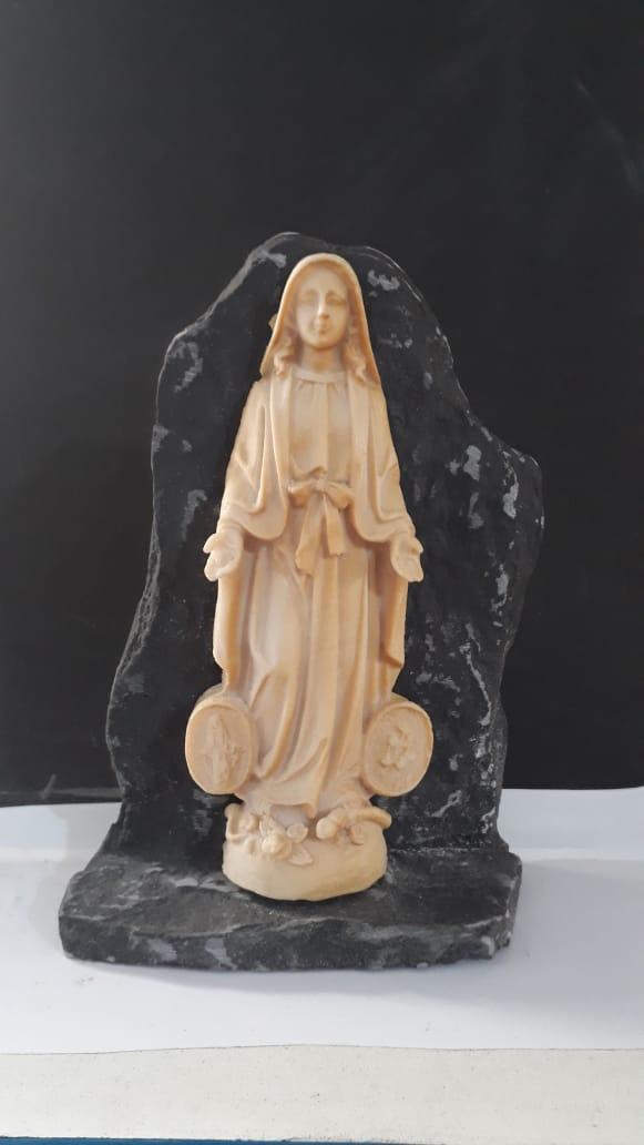P154 - Nossa Senhora das Graças na Pedra 15cm Resina  - VindVedShop - Distribuidora Catolica