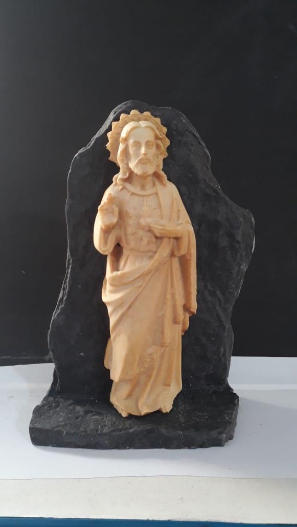 P156 - Sagrado Coração de Jesus na Pedra 15cm Resina  - VindVedShop - Distribuidora Catolica