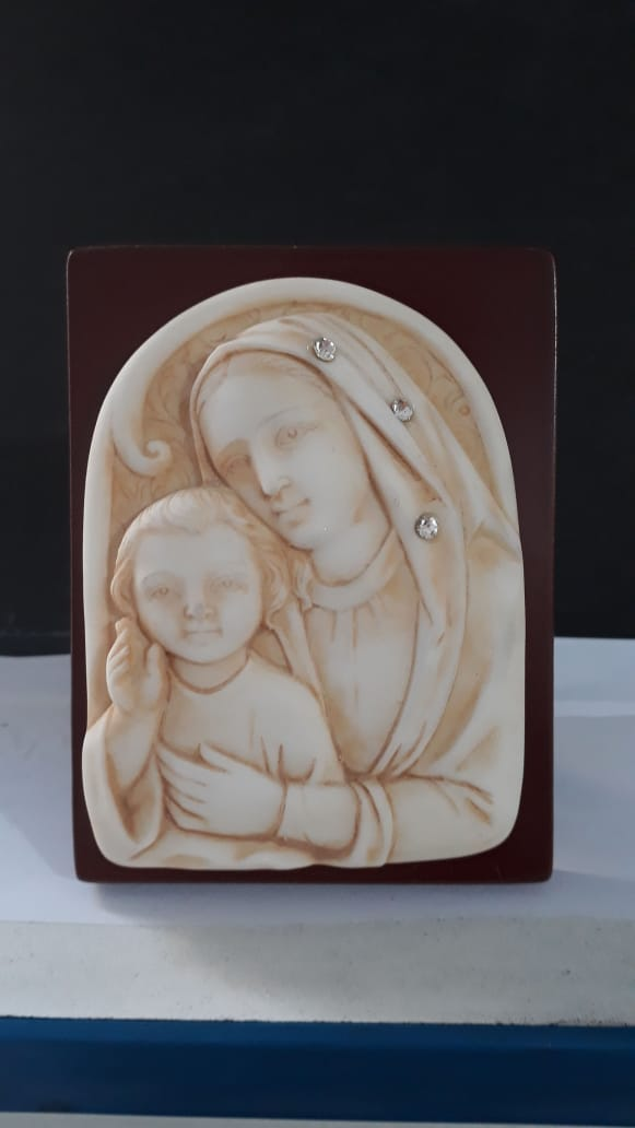 P21 - N. Sra. Madonna c/ Strass 11cm Resina Pedestal  - VindVedShop - Distribuidora Catolica