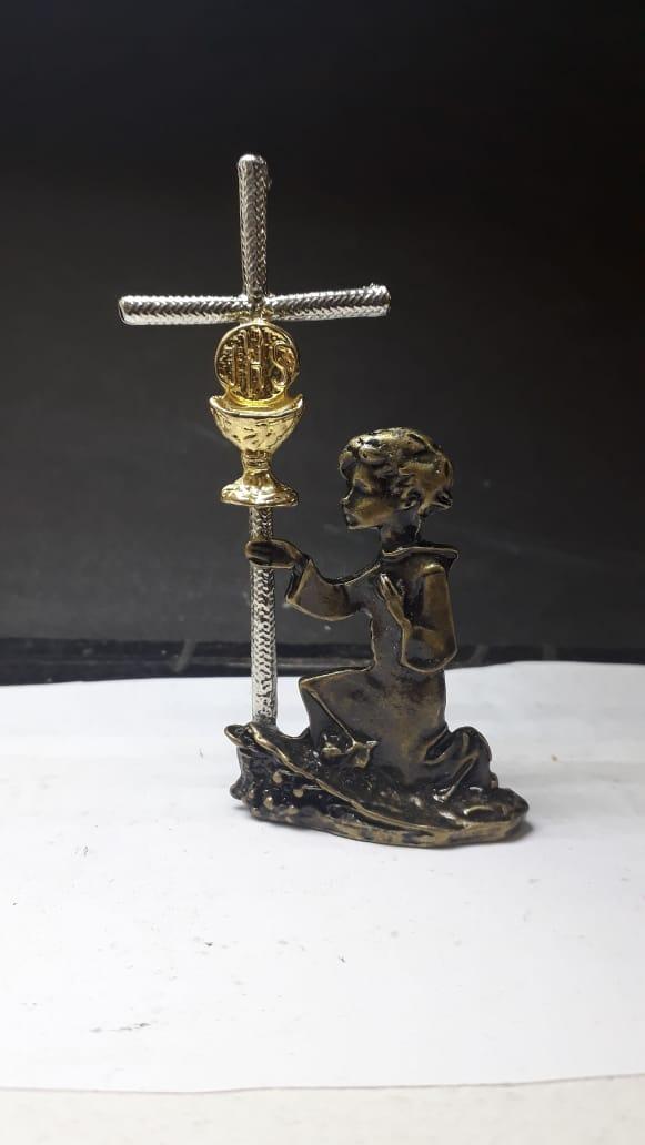 P40 - Menino Eucaristia 75mm Ouro Velho  - VindVedShop - Distribuidora Catolica