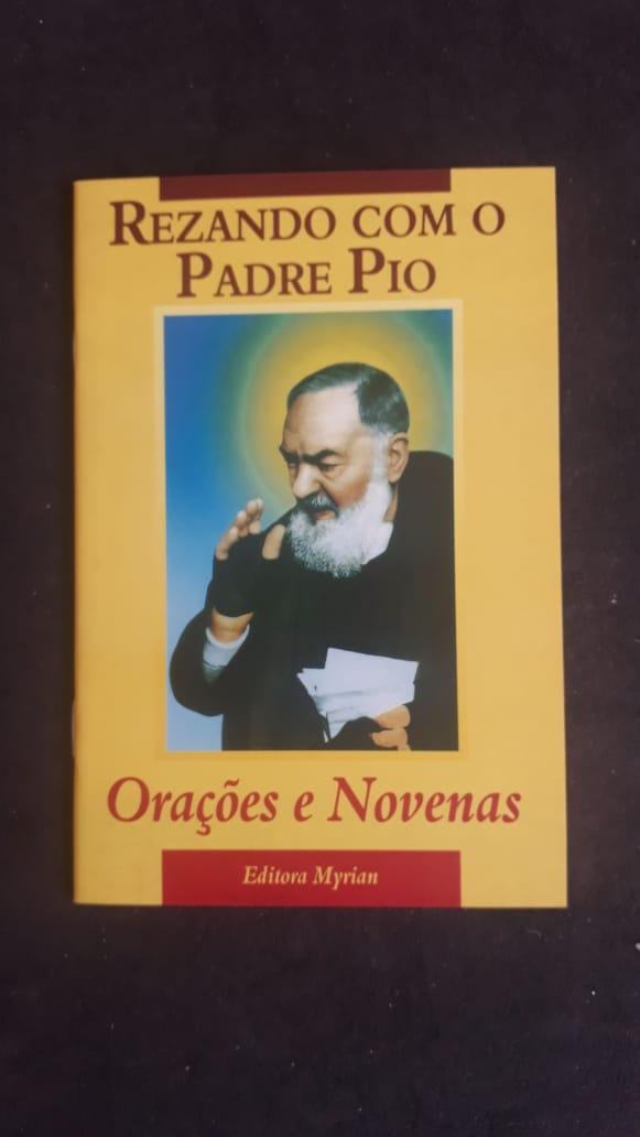 Rezando com o Padre Pio - Orações e Novenas  - VindVedShop - Distribuidora Catolica