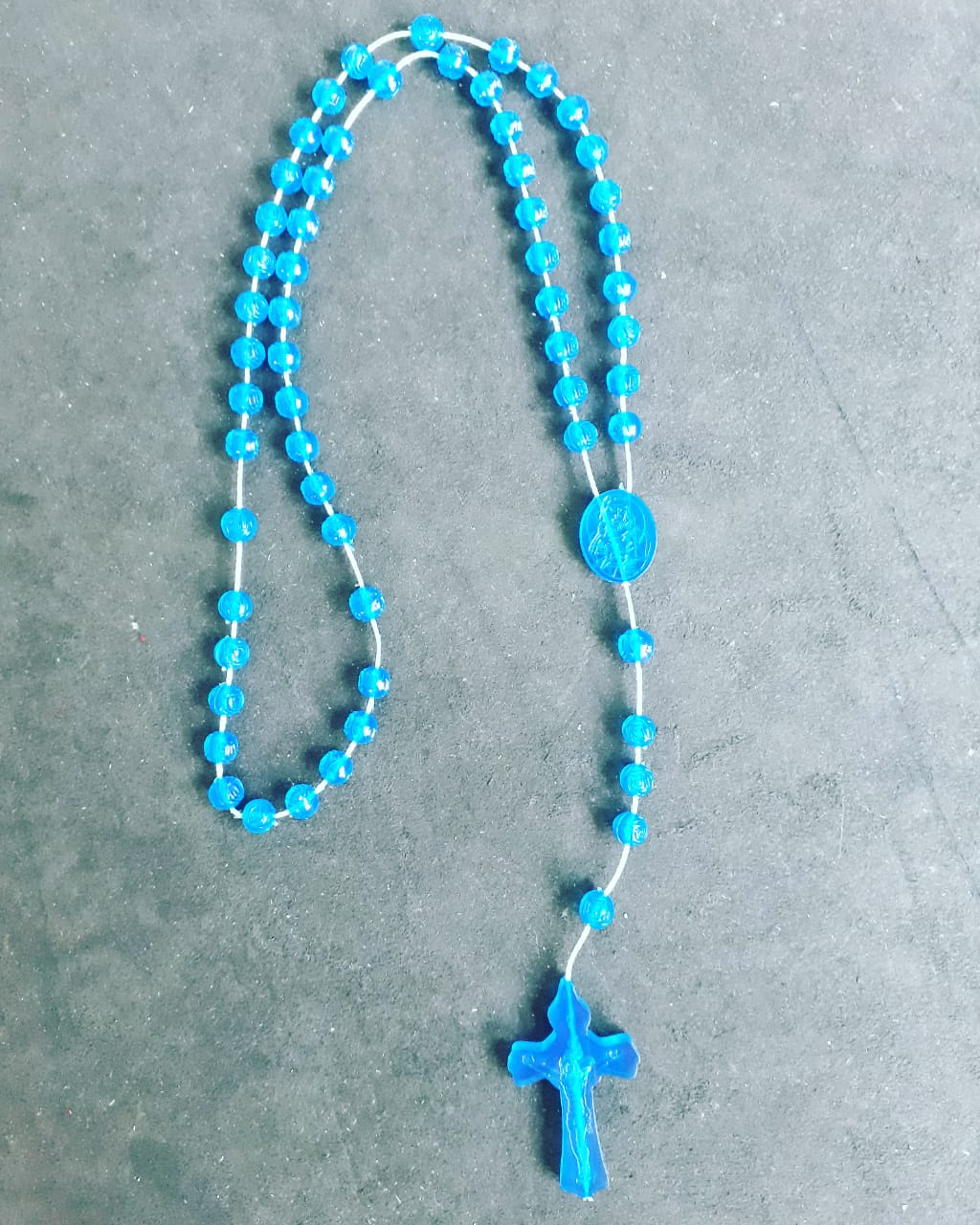 T192 - Terço Plastico Flor 4mm Azul  - VindVedShop - Distribuidora Catolica
